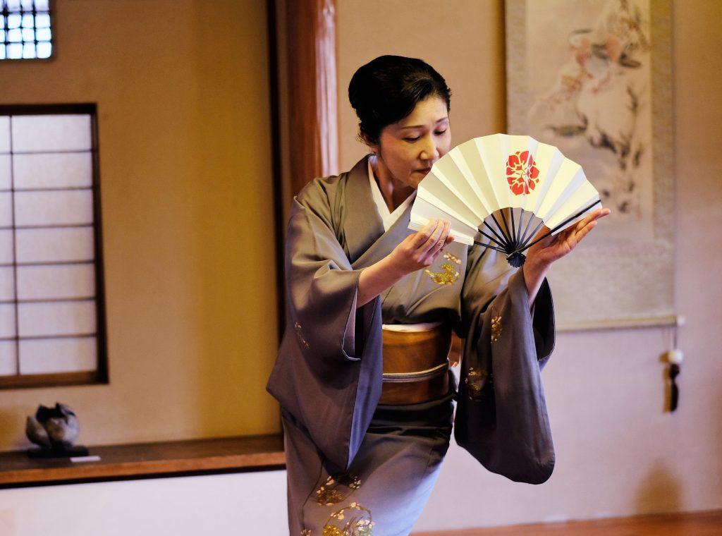 シリーズ:和装の人たち 舞踊家「桐崎鶴女」3