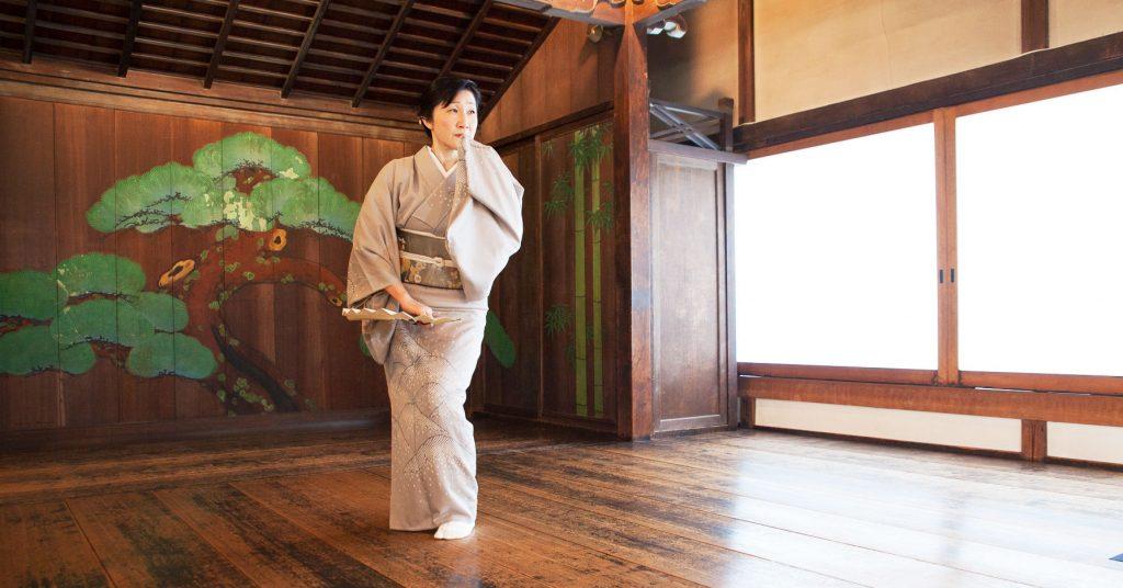 シリーズ:和装の人たち 舞踊家「桐崎鶴女」1
